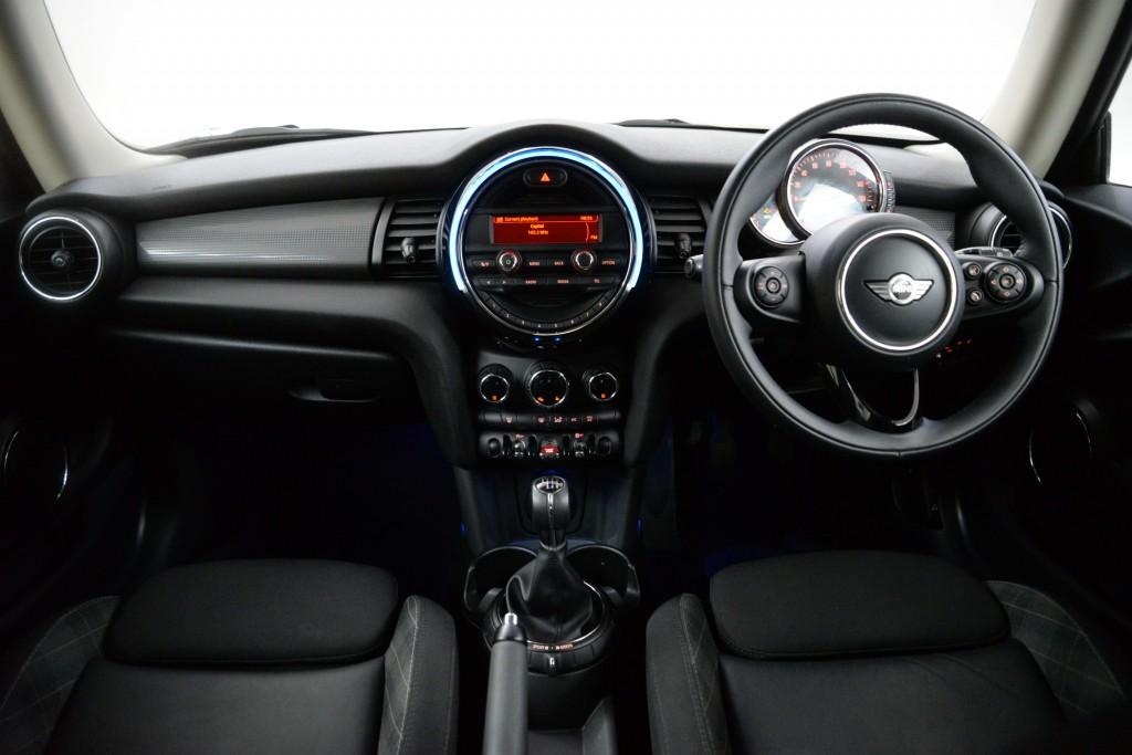 2015 Mini Hatchback 1.5 Cooper 3dr [Chili Pack]24