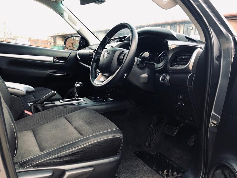 2016 Toyota Hilux 2.4 D-4D Invincible 2x Cab Pickup 15