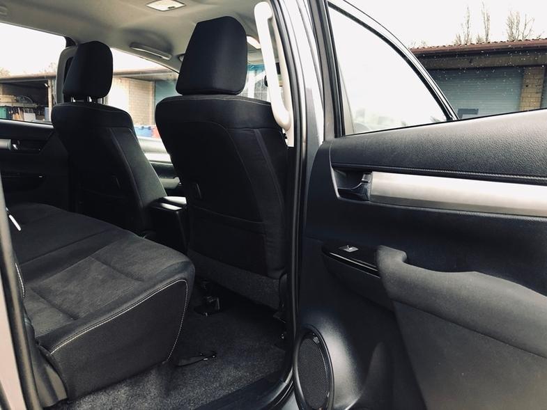 2016 Toyota Hilux 2.4 D-4D Invincible 2x Cab Pickup 8